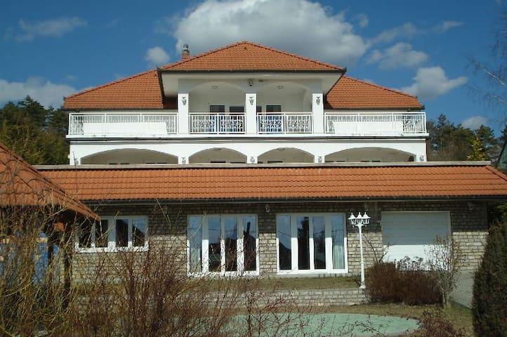 Villa Attila - Vonyarcvashegy - Leilighet