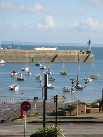 """Gîte """"Quay d'Escales"""" Vue mer à 50 m de la plage - Saint-Quay-Portrieux - Daire"""