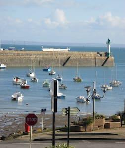"""Gîte """"Quay d'Escales"""" Vue mer à 50 m de la plage - Saint-Quay-Portrieux - Huoneisto"""