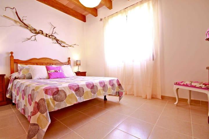 Schlafzimmer 2 mit Doppelbett und mit Viel licht