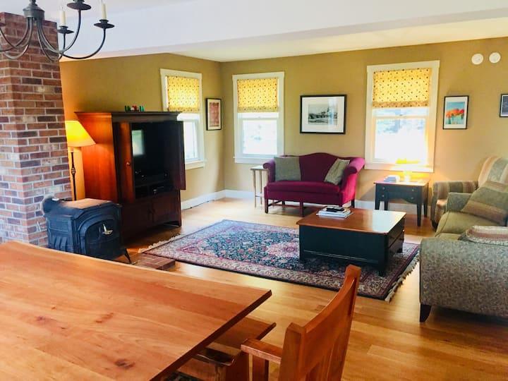 Liam's Lodge- Stowe