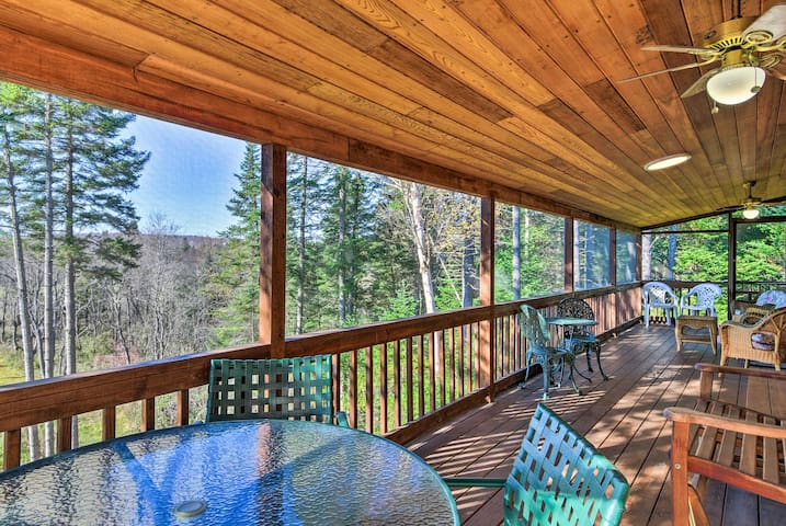 Cozy Pittsburg Home on Perry Stream w/Trail Access