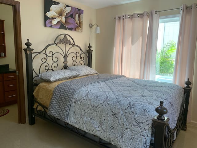 Room 1 # Master bedroom private w/ bed tube - Admire the Beauty of Baroque Queen Gilden  w/ Cast metal grills sloping side rail.
