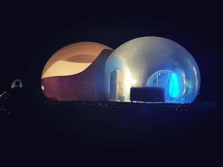 南京星约南山醇美野奢泡泡屋民宿--瑶光豪华家庭泡,荷花池塘边上的泡泡屋