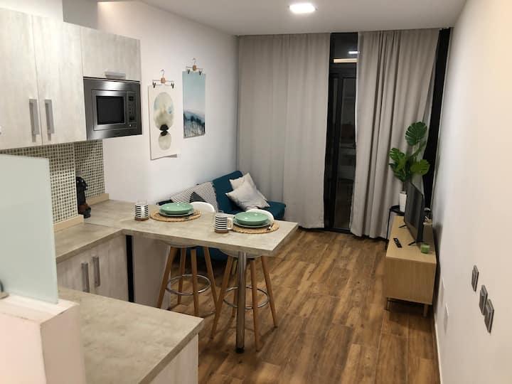 Apartamento con terraza junto a la playa