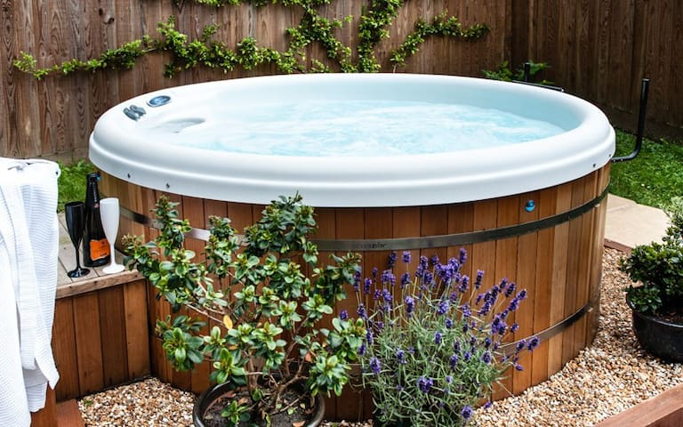 Private Hot Tub at The Retreat near River Cottage