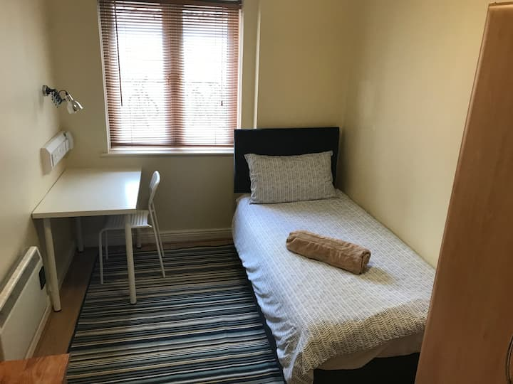 Private Single room in City Centre - Room n.3
