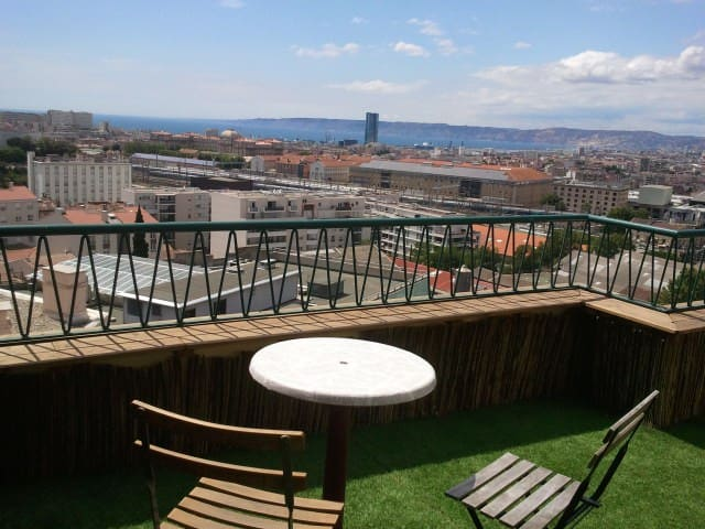 • Sea view from rooftop • T2 Longchamp - Marselha - Apartamento