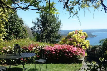 Villa in Park with Spectacular Lake View - Massino Visconti