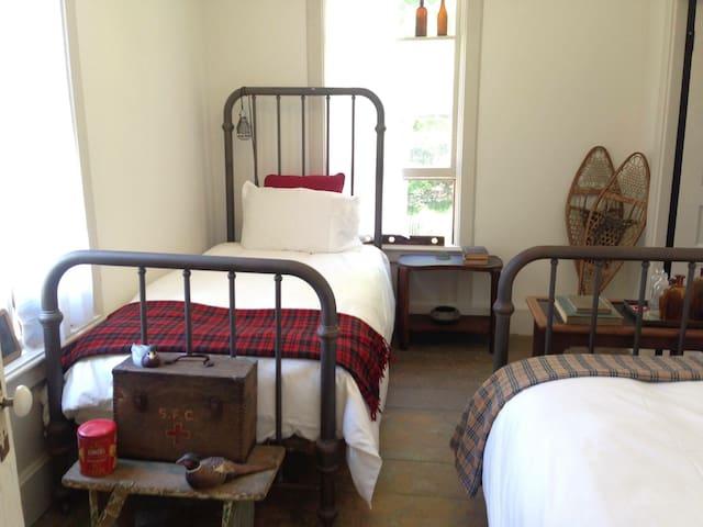 The DeWitt, Oak Hill: Room 49 - Oak Hill - Bed & Breakfast