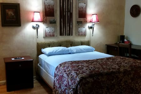 A cozy room home away with charms ! - Westerly - Bed & Breakfast