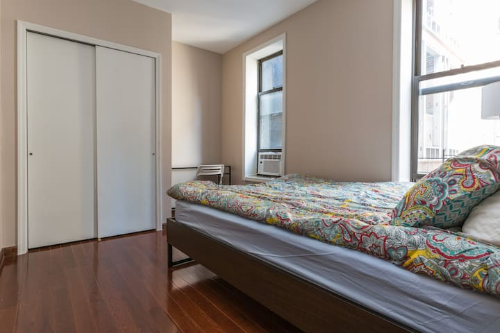 Spacious, Bright, & Simple Private Bedroom in city standard! Quiet - facing the back!