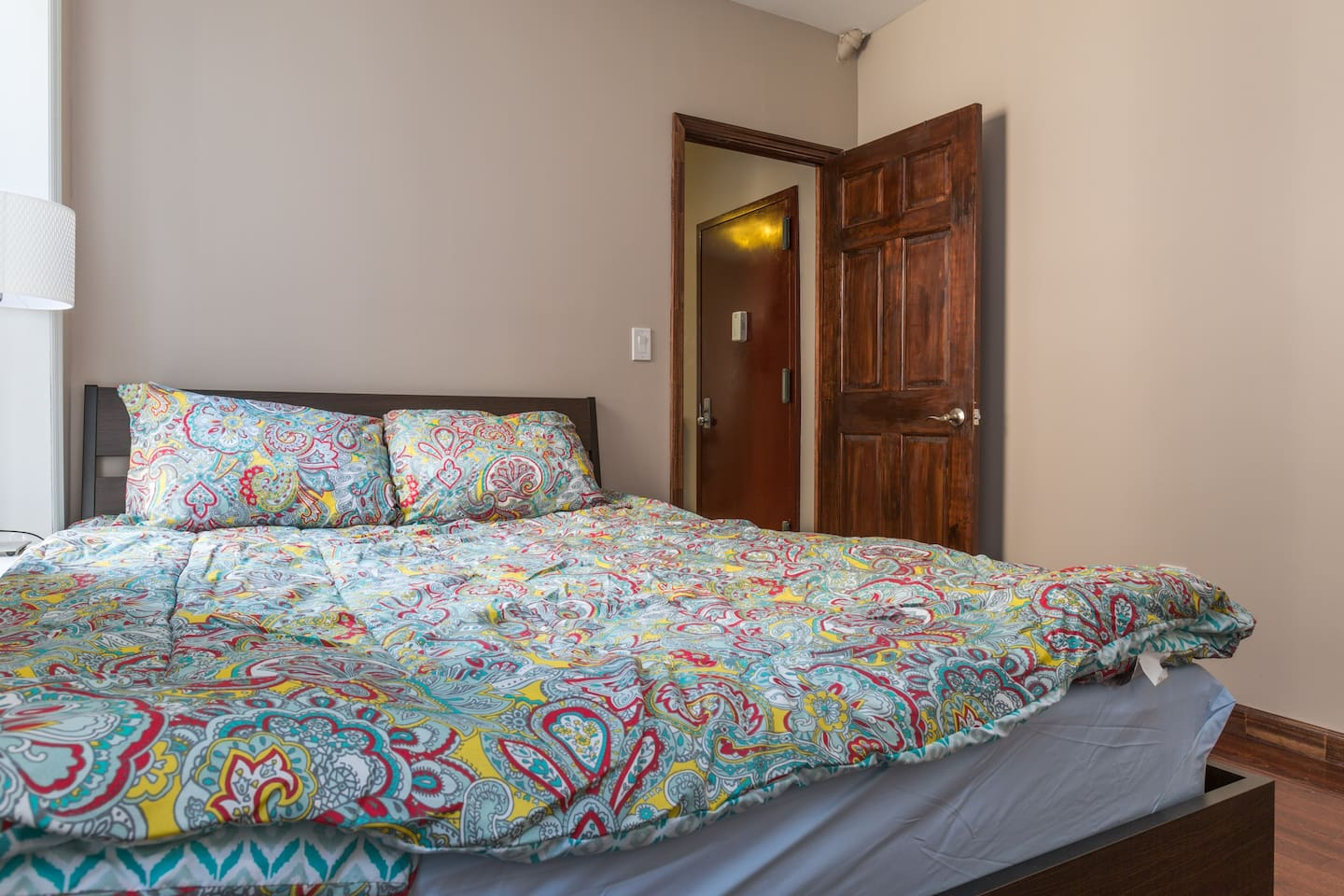 Huge queen sized bed! Brand New! In fact, the whole apt is newly renovated w/ new furniture!