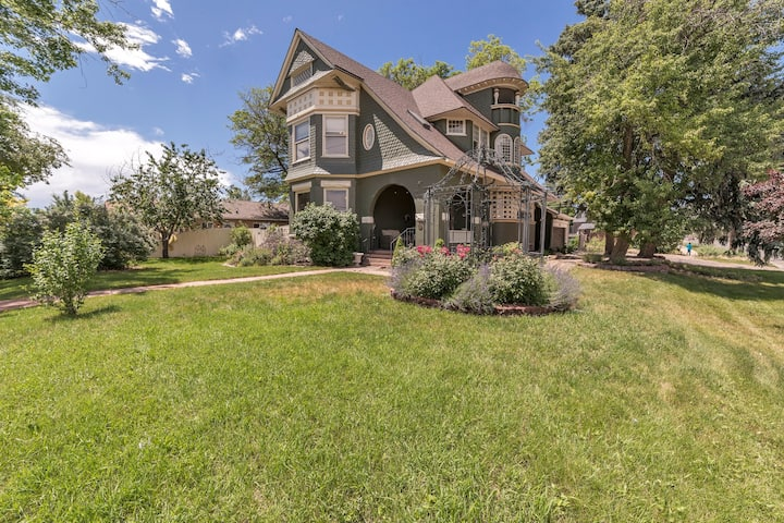 Large Luxurious Denver Home -6 br- Huge Discount!