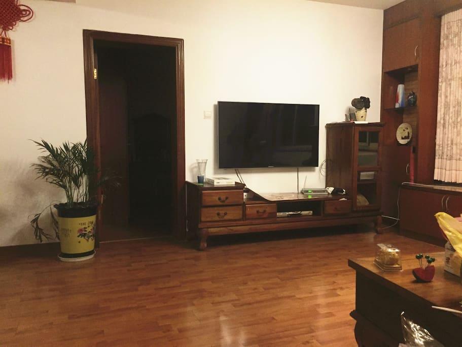 living room.这是我们的客厅~因为是父母装修的因此比较中国风。