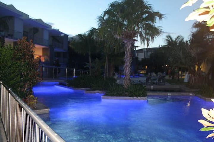 Drift Swim Up Apartment - South - Casuarina - Apartamento
