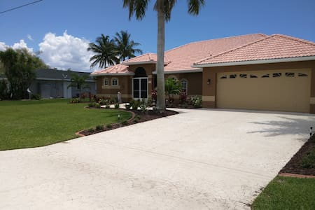 WaterFront Home w/ Heated Pool, Private Bed/Bath - Cape Coral - Casa