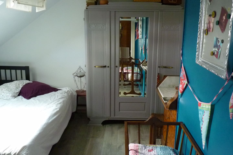 La chambre principale, un brin romantique...