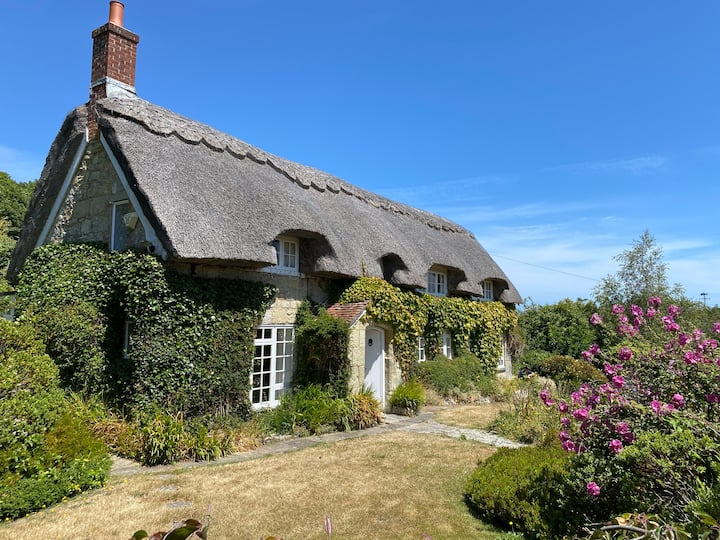 Breakers Sound - Thatched Cottage with sea views