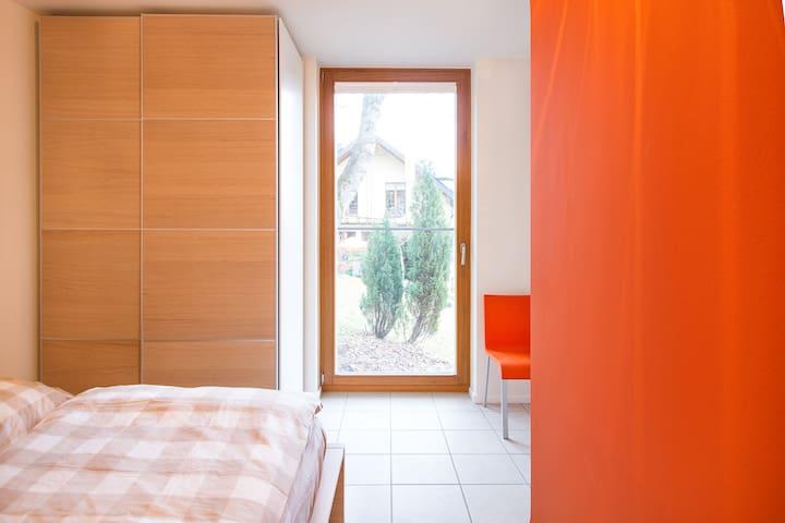 """Schlafzimmer """"Orange"""" im OG"""