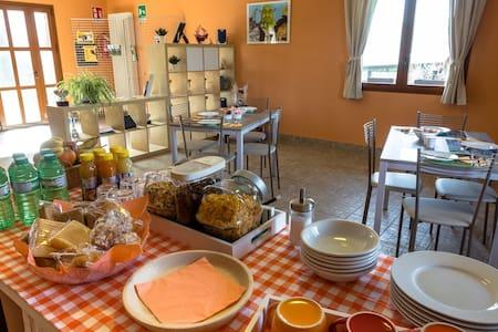 Appartamento adatto alle famiglie - Senna Comasco - 住宿加早餐