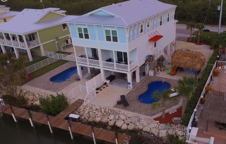 4/3 Pool w Heater/Dock/Villa near Sombrero Beach