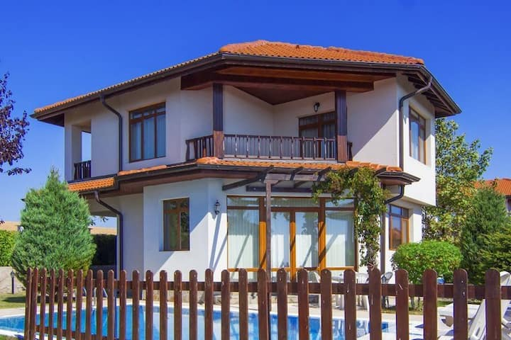 2 Bdr Seaside Villa With PrivatePool Near Nesebar