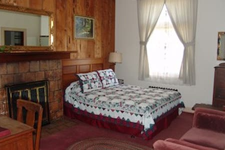 Navarro Ridge Room at Grey Whale Inn