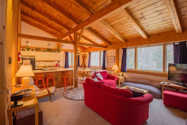 3BR Condo, Steps from Slopes