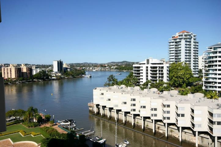 ENTIRE APT WATER VIEWS, QUIET - BUSINESS & HOLIDAY - Kangaroo Point