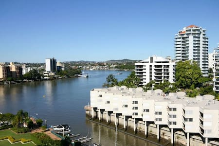 ENTIRE APT WATER VIEWS, QUIET - BUSINESS & HOLIDAY - Kangaroo Point - Huoneisto