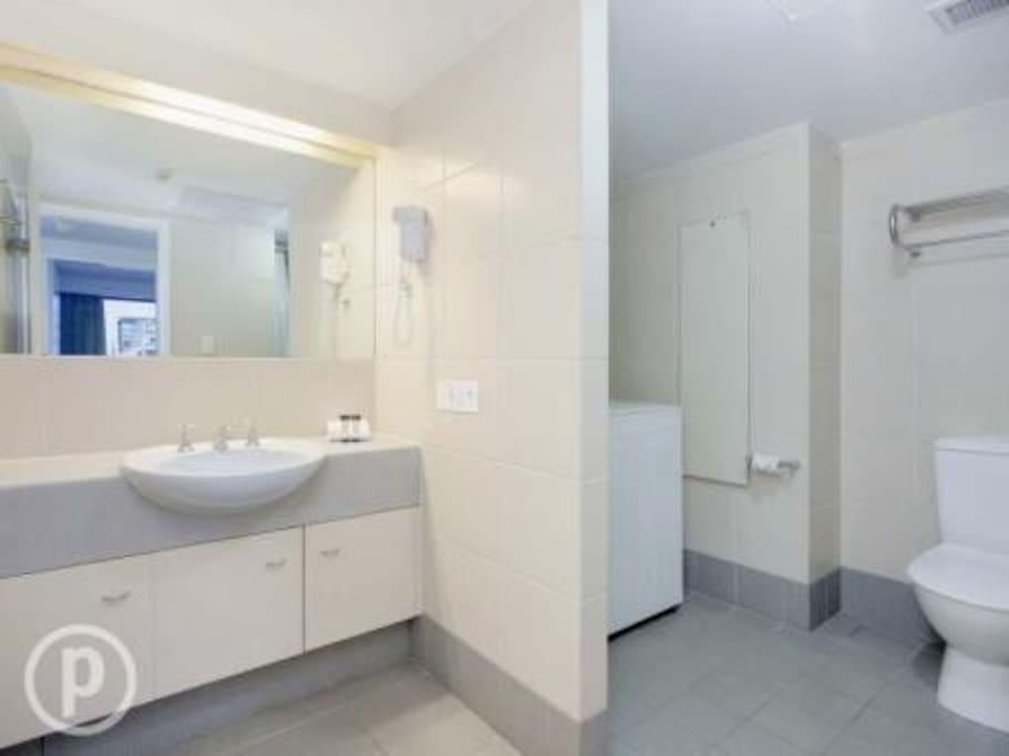 Bathroom with shower/bath and washing machine/dryer