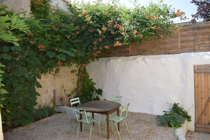Charmant gîte de village indépendant avec jardin