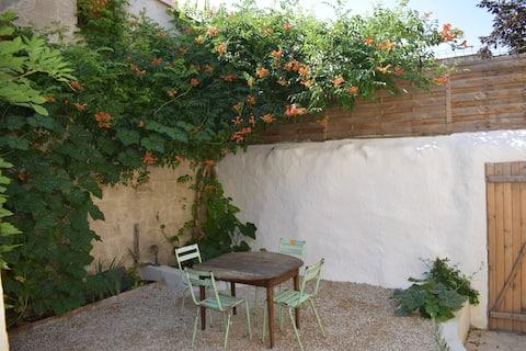Charmant vrijstaand dorpshuis met tuin
