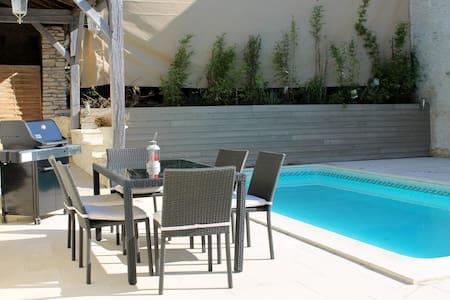 Vakantiehuis met zwembad en sauna - Couvignon