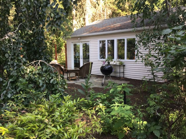 Romantic Cottage/Vinyards Nearby - Peconic - Appartement
