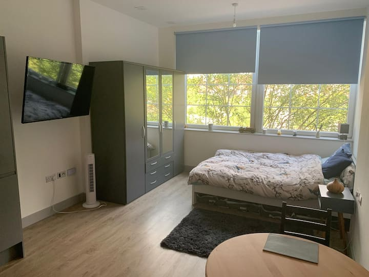 Edgware, Greater London Studio Apartment