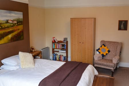 Double room in Edwardian house