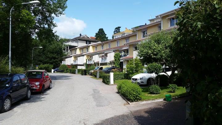 Sjönära mysigt radhus (cleaning fee included).
