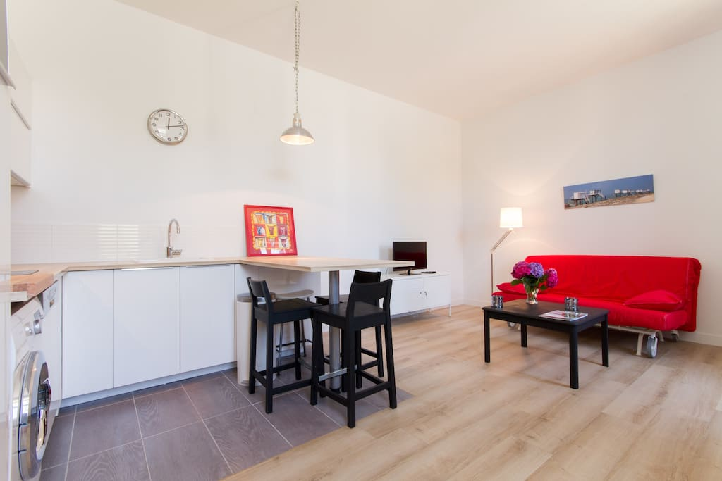 maison avec jardinet proche plage maisons louer la rochelle poitou charentes france. Black Bedroom Furniture Sets. Home Design Ideas