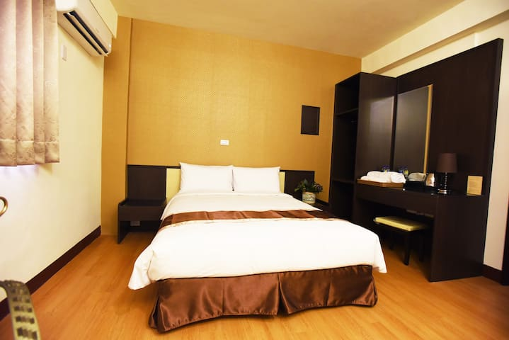 NEWLY Renovated Room/King Bed - 台東市 - Ev