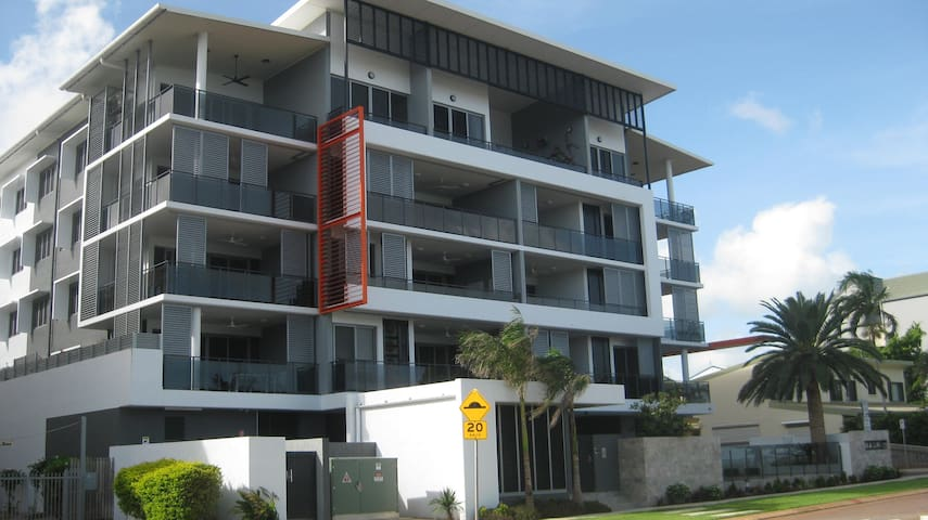 Spacious, luxury apartment with ocean frontage.