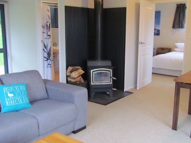 The Country Cottage - Holiday Home - Hokitika - Hytte (i sveitsisk stil)