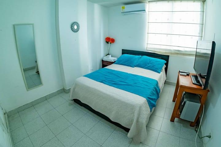 Habitación doble privada en apartamento cerca a la playa