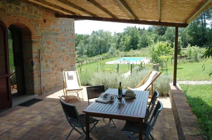 "I Gelsi ""Gira"" apart.farmhouse+pool - Figline Valdarno - Leilighet"