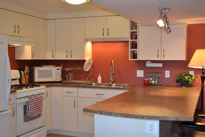 Extra large & SANITIZED 3-bedroom near Golf Course