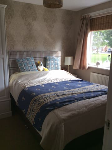 Very comfy bed, warm and cosy home.parking
