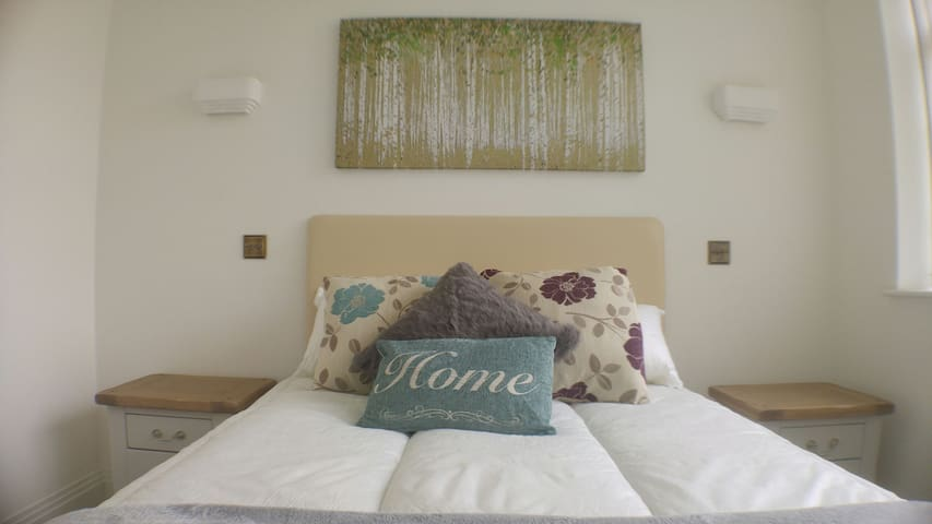 Beautiful serviced apartment in Reigate