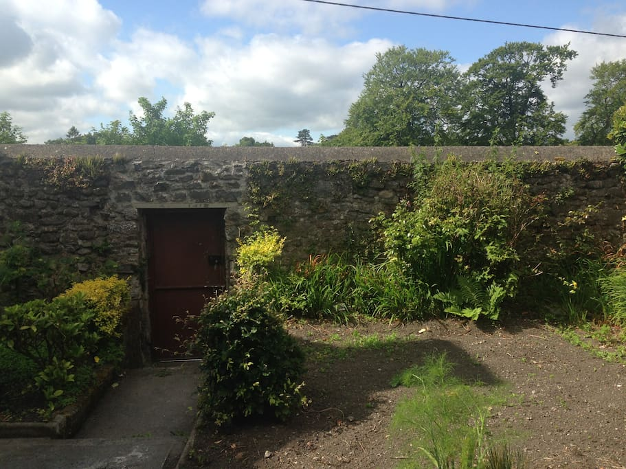 Walled garden with access to the street.
