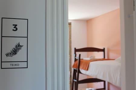 Hostel Casa do Pinheiro - Quarto Teixo - Lagares - Alberg